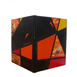 Reliure sur ficelles en cuir noir, mosaïques bombées de cuir imprimés / décorés
